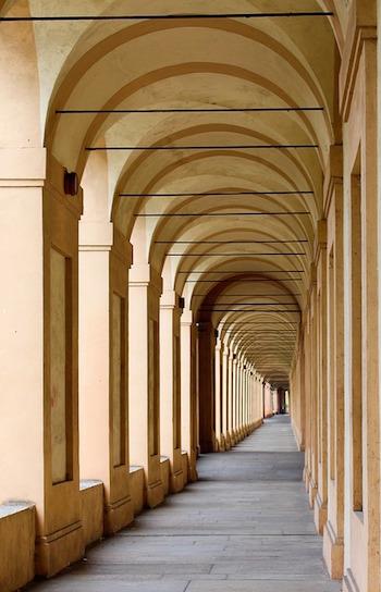 Bologna arcade pixabay.jpg