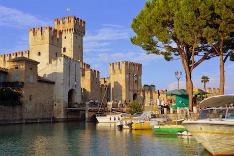 Sirmione castello pixabay.jpg