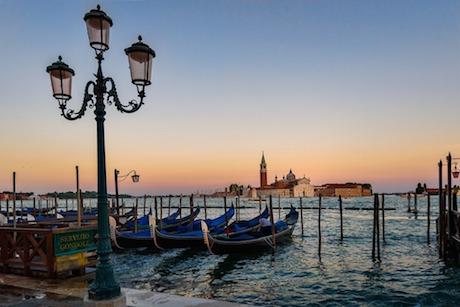 gondole Venezia tramonto pixabay.jpg