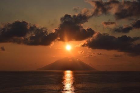 Stromboli tramonto pixabay.jpg
