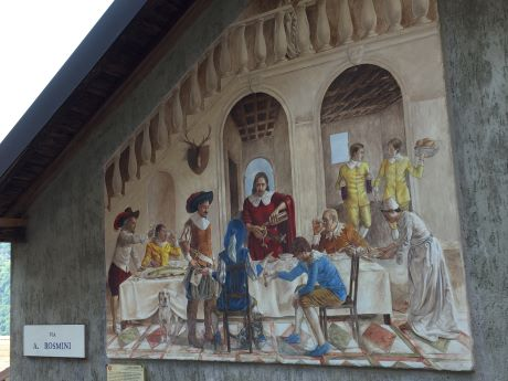 Расписная горная деревня Парласко: фрески о жизни бандитаЛаско
