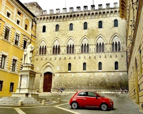 Siena piazza.jpg